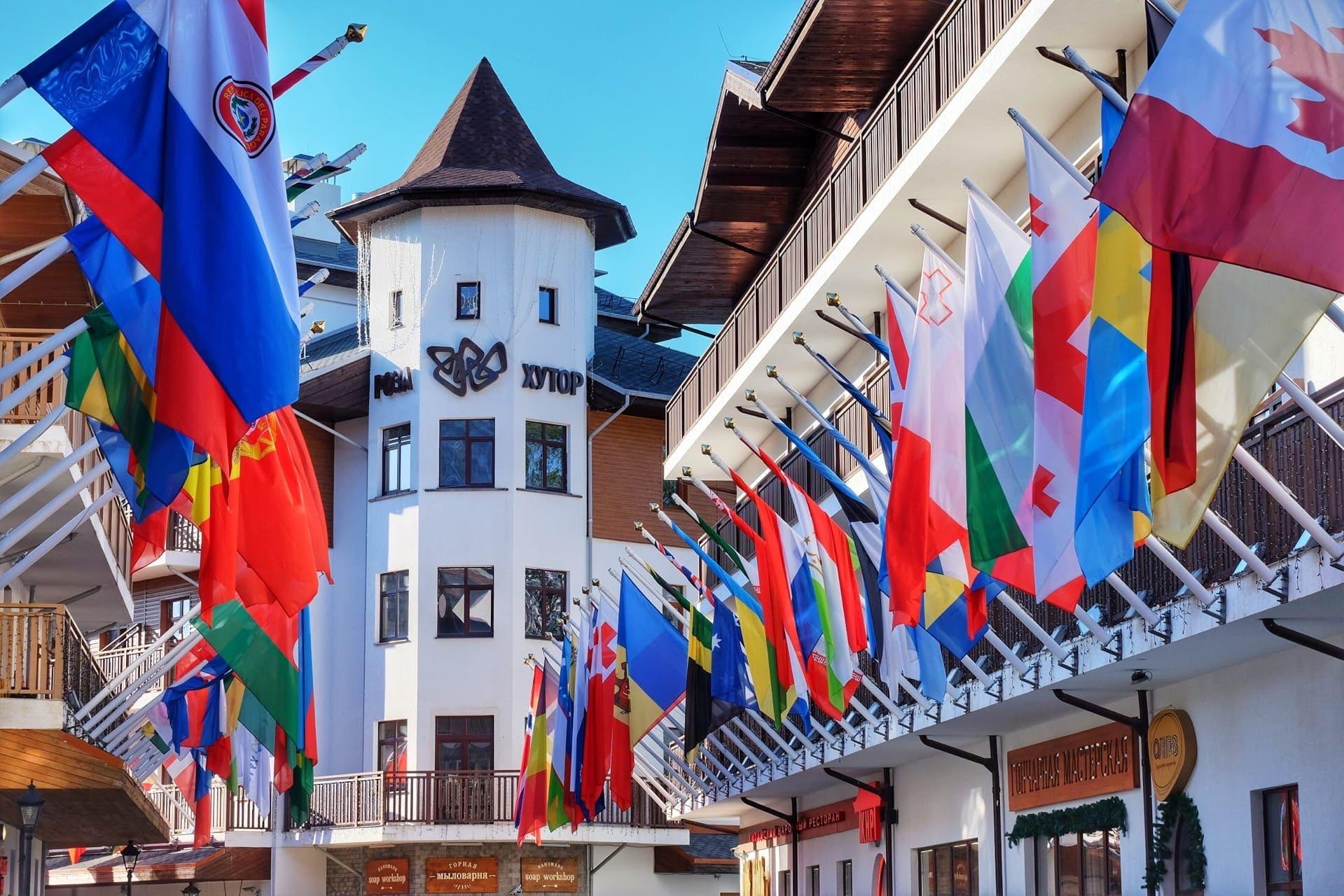 Аллея флагов в Горной Олимпийской деревне на Роза Хутор