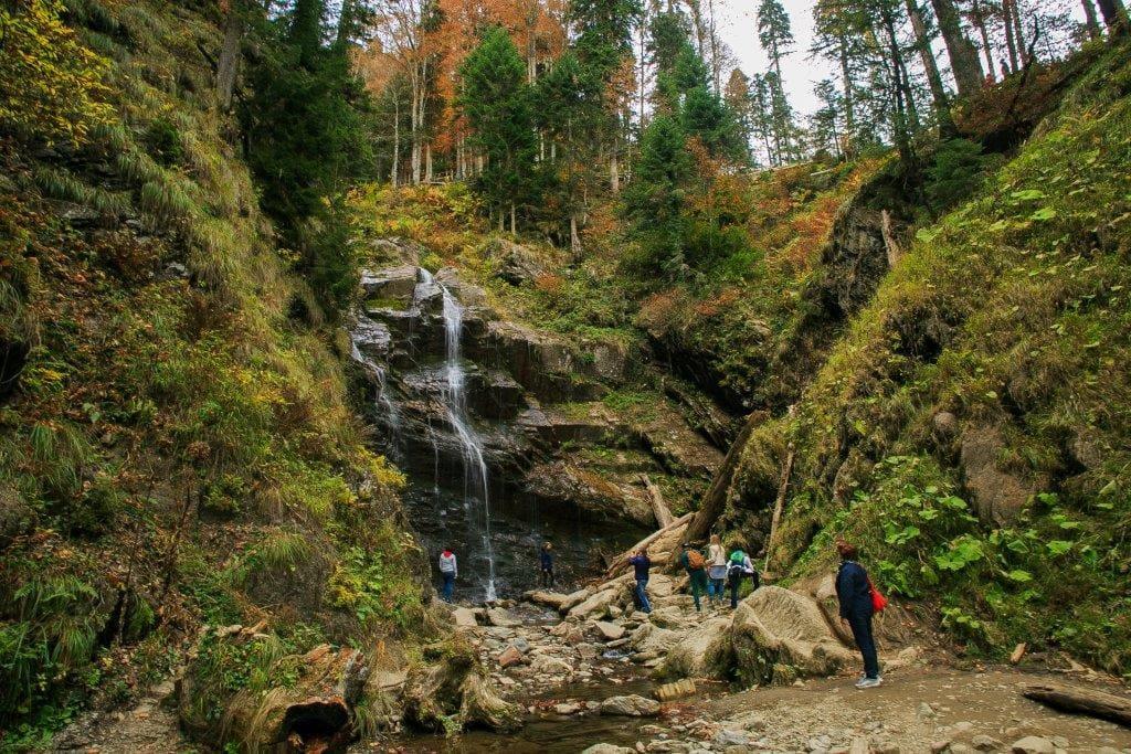 Парк водопадов Менделиха на курорте Роза Хутор